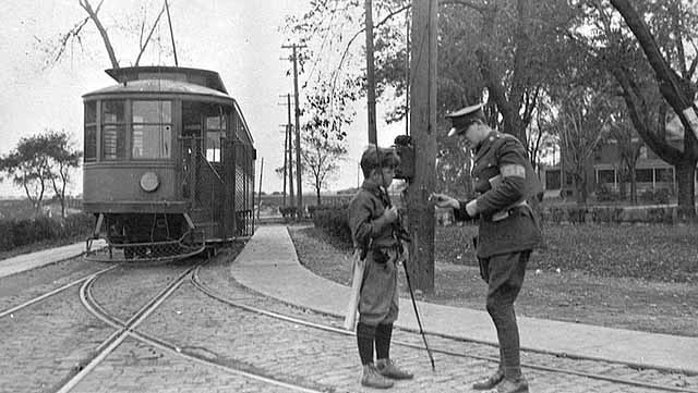 MP talking with boy, ca 1925